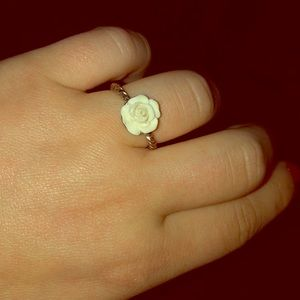 🌹Twisted White Rose💎💍